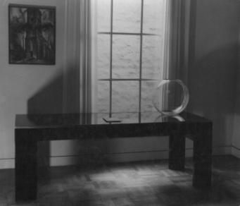 Stalen tafel met glasplaat