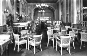 Cafe Parisien en restaurant in Savoy