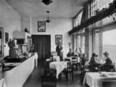 Wachtkamer, restaurant doorgaande reizigers, Stationsgebouw Schiphol